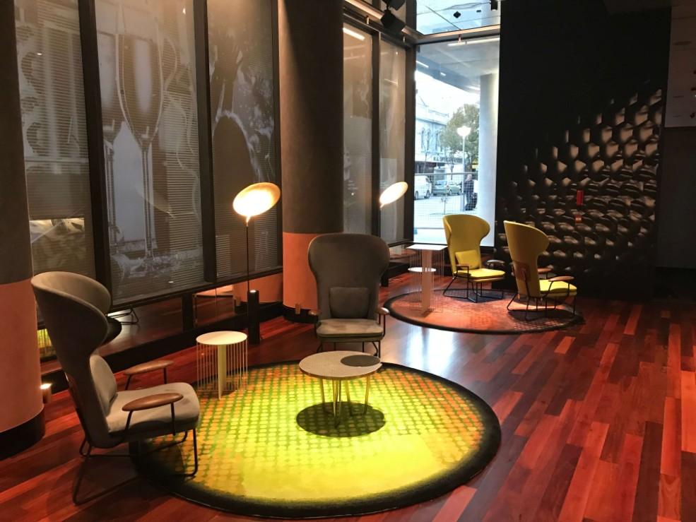 web_QTResortPerth_lounge_easy_chairs